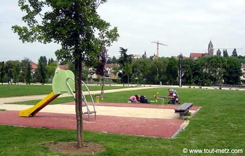 Parc de la Seille à Metz jeux enfants 1