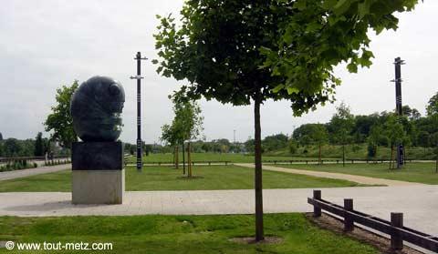 Parc de la Seille à Metz parvis des arenes 3