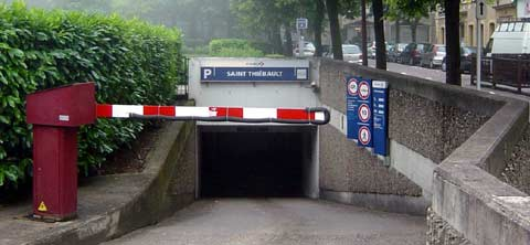 parking St Thiebault de Metz 1 entree