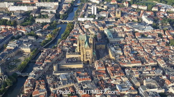 La Cathédrale St Etienne de Metz vue du ciel