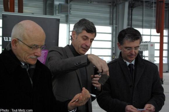 JL Bohl et D. Gros recoivent les clés du Mettis n° 001 - 15/02/2013