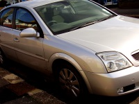 A31 : il reste accroché au capot d'une voiture sur 10km