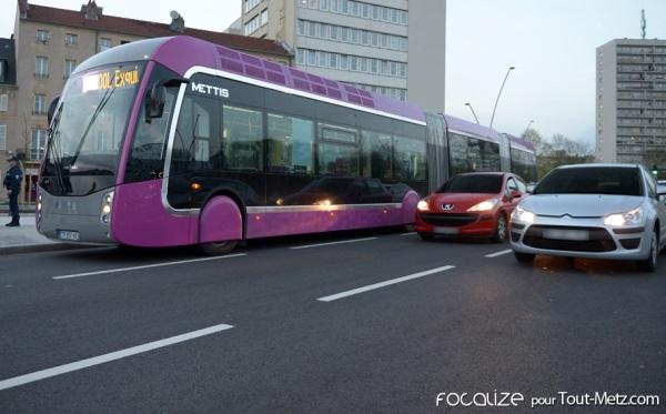 Des camions de salage testent les voies Mettis à Metz