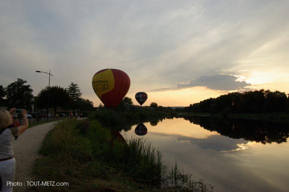 Les montgolfières atterrissent près du canal à Montigny les Metz