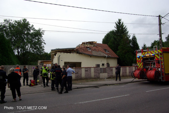 100 pompiers, 20 véhicules, police, ambulance et brigade canine étaient déployés à St Julien les Metz