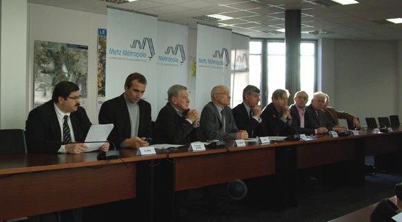 Les élus de Metz Métropole les plus concernés, réunis lors de la conférence de presse du 26 novembre 2013. Photo : Tout-Metz.com