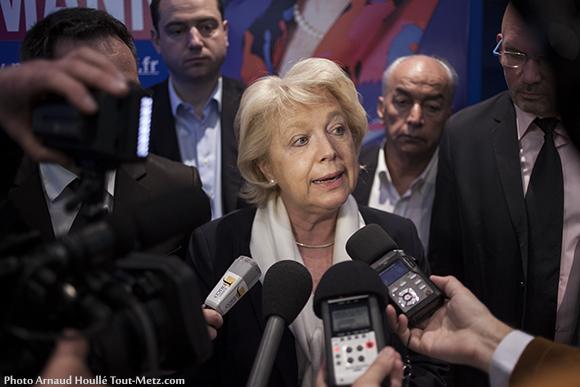 Marie-Jo Zimmermann s'adresse à la presse