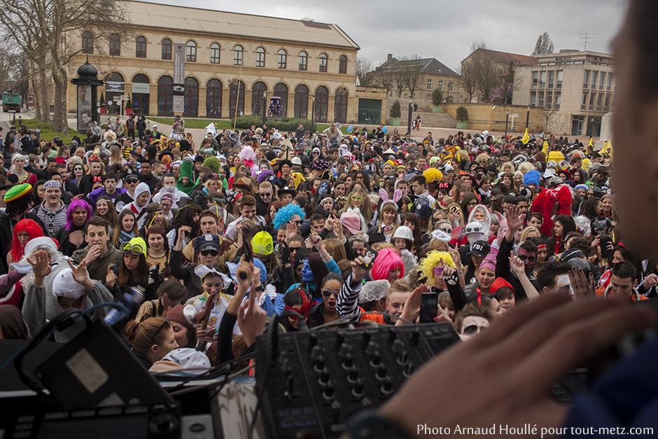 Les lycéens se sont réunis sur l'esplanade à Metz avant de débuter leur périple.