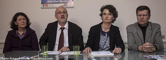 Thierry Gourlot, Françoise Grolet, et deux colistiers lors de la présentation de la liste FN le 6 mars 2014
