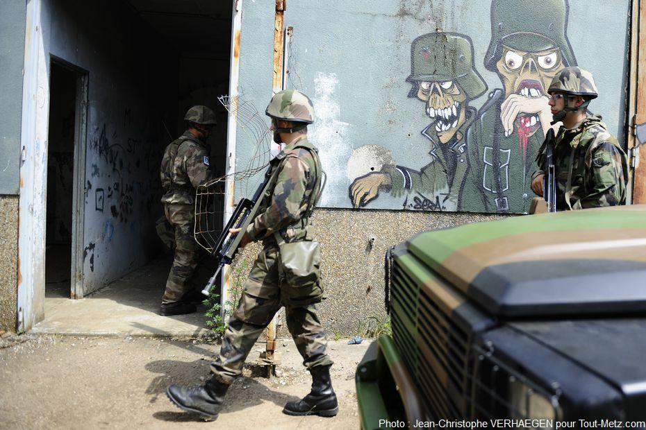 L'exercice Griffon se déroule sur le site militaire du Bois de la Dame, au décor un peu surréaliste.
