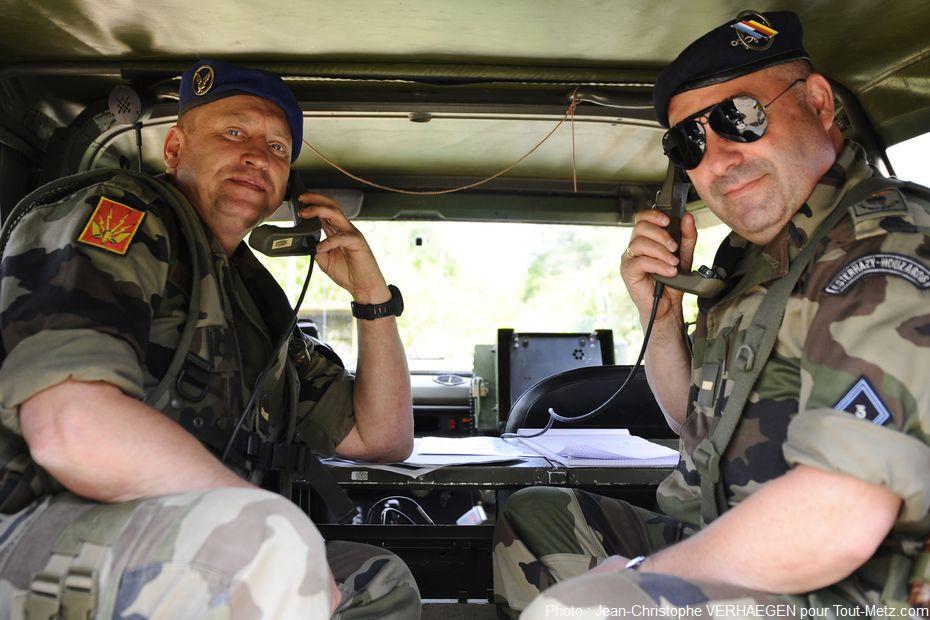 Le PC (poste de commandemant) est installé dans une P4, véhicule Peugeot 4x4 caractéristique des forces militaires françaises. L'exercice est coordonné depuis ce PC mobile.