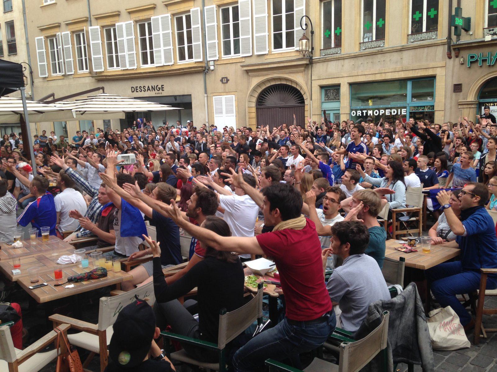 Metz : déception chez les supporters après la défaite contre l'Allemagne