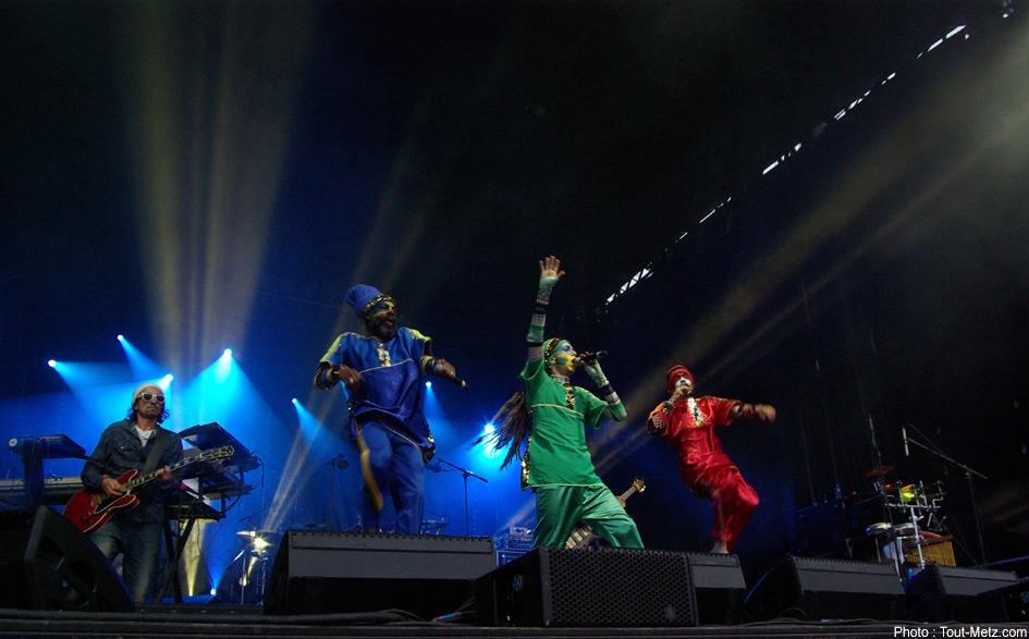 Le crew RIC ouvre la soirée à 20h sur un thème reggae pour faire monter l'ambiance