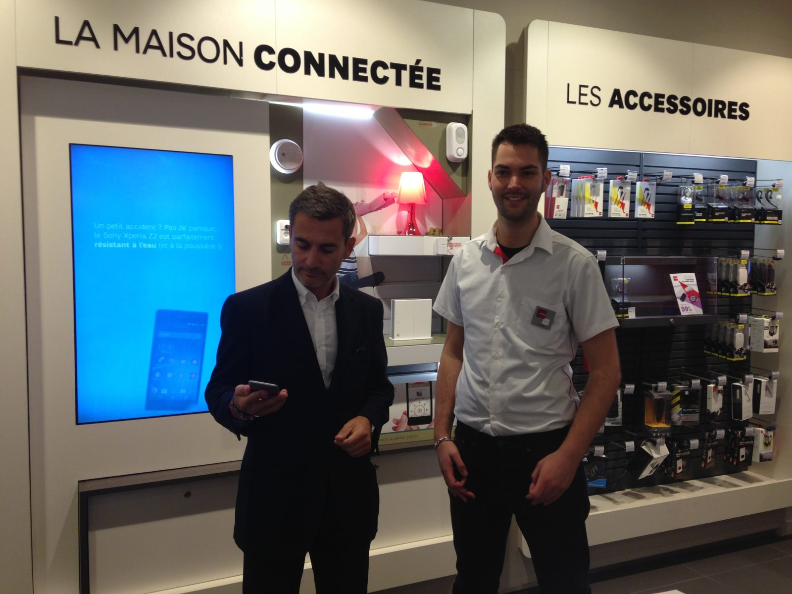 Photo of SFR : le nouvel espace à Metz présente l'iPhone 6 (vidéo)
