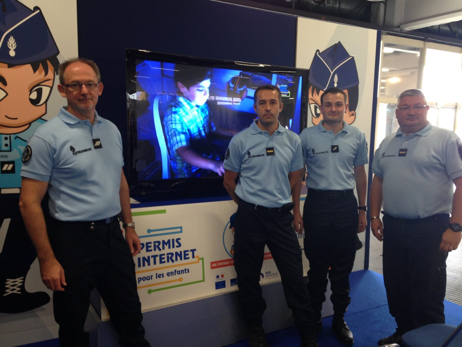 "Photo of FIM 2014 : la Gendarmerie Nationale fait passer le ""Permis Internet"""