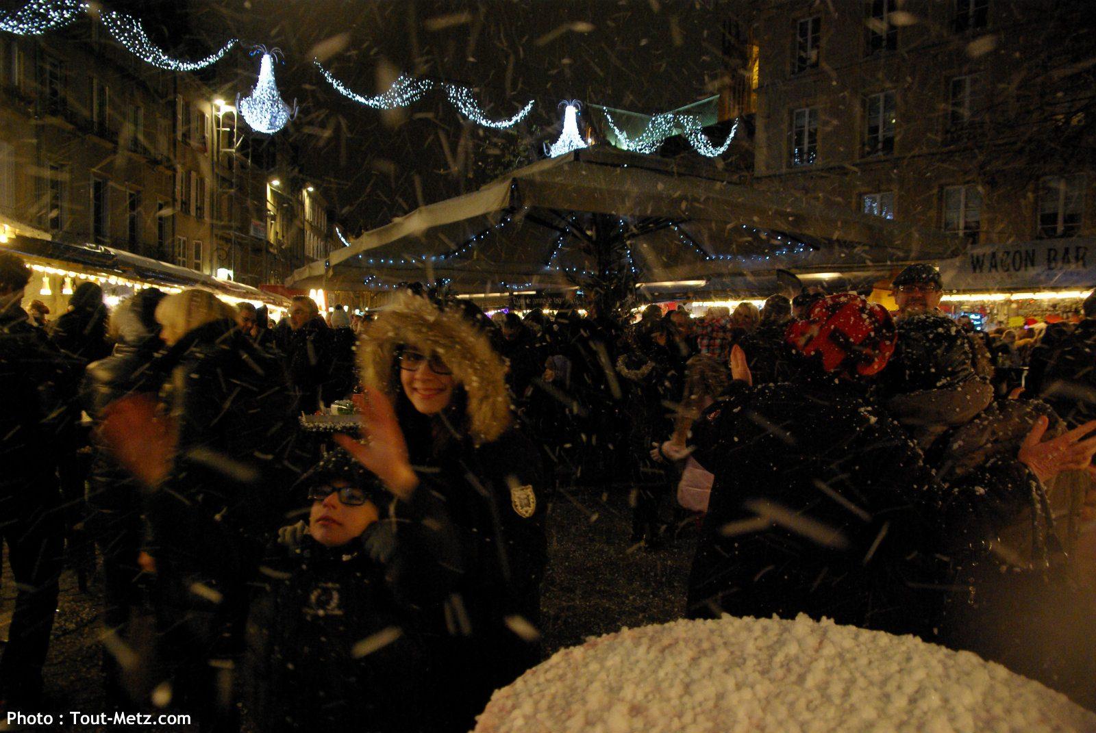 Tempête de neige à la minute près sur la place de chambre à Metz (photos + vidéo)