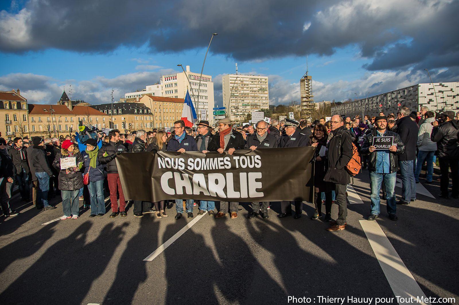 Photo of Le rassemblement en hommage à Charlie Hebdo à Metz en photos