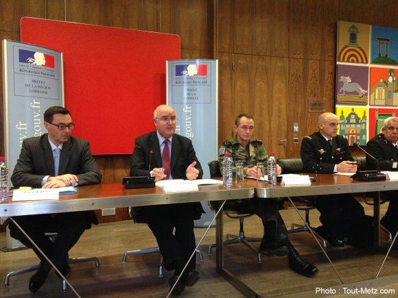 Conférence de presse sur le renforcement du dispositif de sécurité en zone de défense Est et en Moselle.