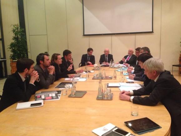 A gauche la Secrétaire d'Etat et son équipe, en face et à droite, les acteurs du sillon lorrain. Source : LorNtech