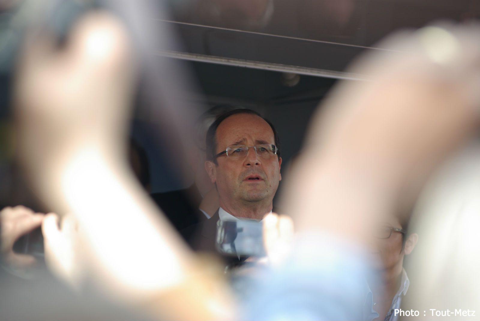 Photo of François Hollande en visite dans les Ardennes et les Vosges