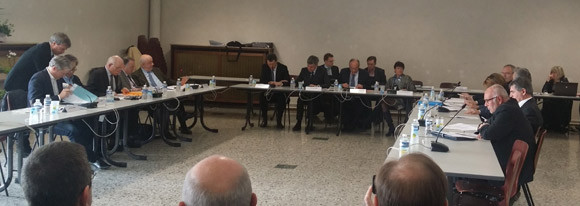 Les élus des communes et des agglomérations du sillon lorrain réunis à Montigny ce 16 mars 2015, pour voter une motion relative à la position des organes de l'ALCA sur leur territoire.