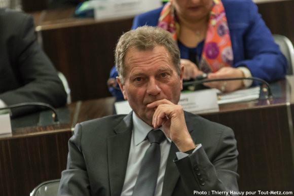 Le conseiller départemental Jean François, lors de l'installation du conseil départemental le 02 avril 2015