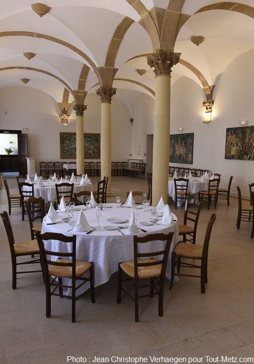 L'une des salles de repas, location possible aux seuls membres. Photo : Jean Christophe Verhaegen, 7 avril 2015