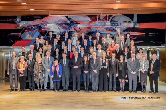 Les élus de l'assemblée du conseil départemental version 2015, réunis au complet pour la photo officielle le 02 avril 2015 à Metz. Photo : Thierry Hauuy