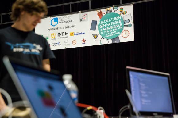 Le hackathon musique 2015 de l'association Grand Est Numérique réunit les participants à la BAM. Crédit photo : Raoul GILIBERT.