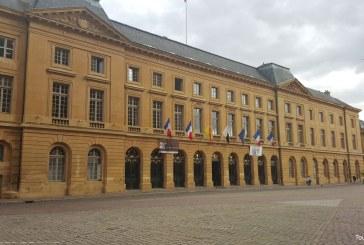 Un spectacle son et lumière projeté sur l'Hôtel de ville de Metz pendant les Fêtes de la Mirabelle 2016