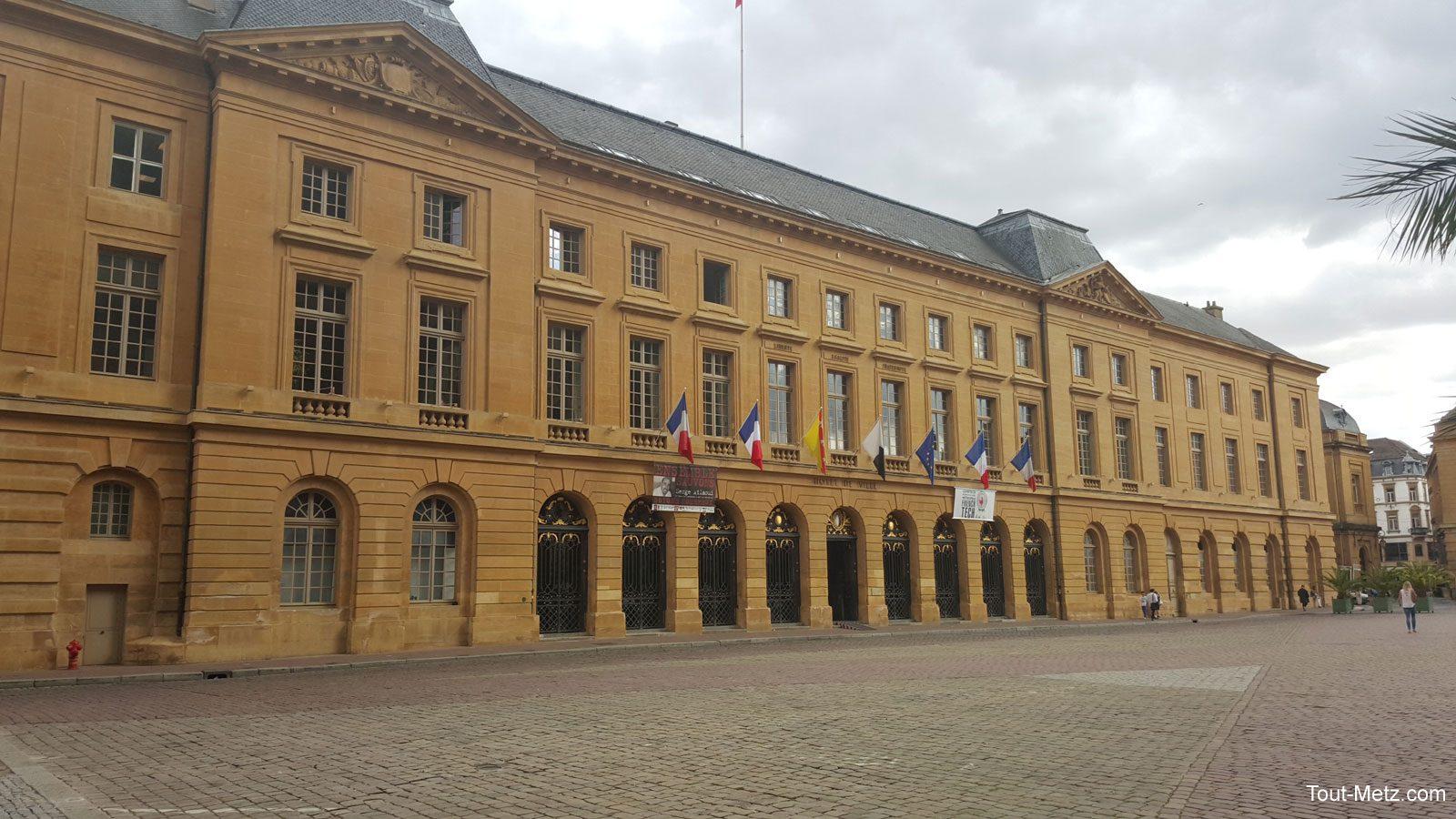 Photo de Un spectacle son et lumière projeté sur l'Hôtel de ville de Metz pendant les Fêtes de la Mirabelle 2016