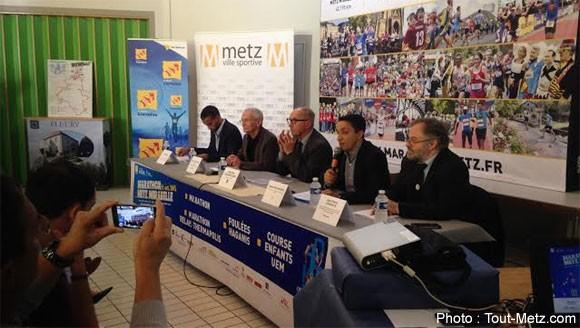 """Présentation de l'événement sportif """"Marathon Metz Mirabelle 2015"""" par ses organisateurs à Fleury lors d'une conférence de presse"""