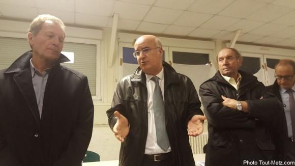 Le préfet Nacer Meddah explique la situation à la presse ce 27 octobre 2015.