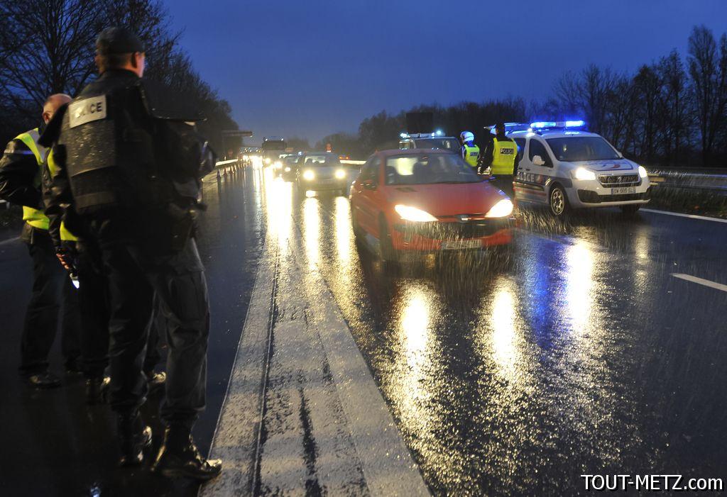 Officiel : fin des contrôles de police sur l'autoroute à la frontière dès ce lundi