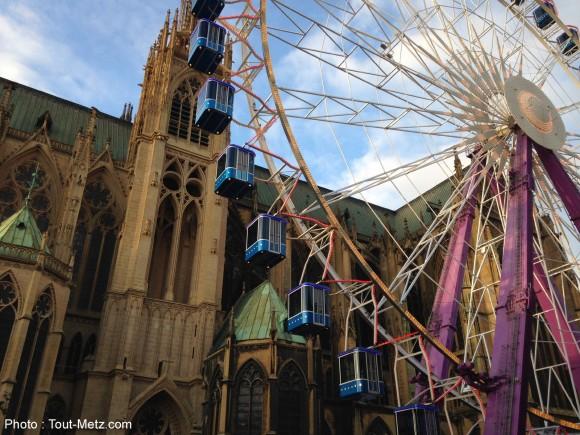 La grande roue installée place d'Armes à Metz pendant les marchés de Noël 2016