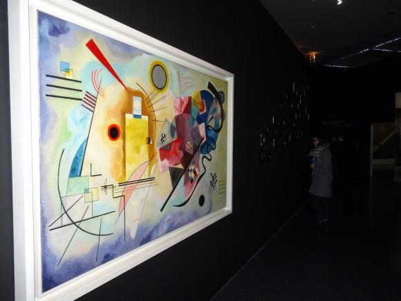 """Gelb-rot-blau"" (Jaune-rouge-bleu), oeuvre de Vassily Kandinsky, ouvre le bal."