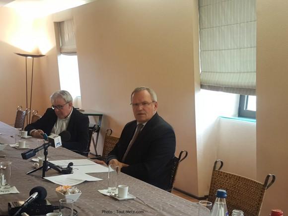 Moment solennel pour Patrick Weiten qui vient d'annoncer son choix : il renonce à son mandat de 1er vice-président de la région Grand Est.