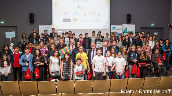 Une partie des participants à la compétition 2016 s'étaient réunis à l'ENIM pour assister à la grande finale du hackathon collèges 2016.Au premier rang les 4 équipes finalistes.