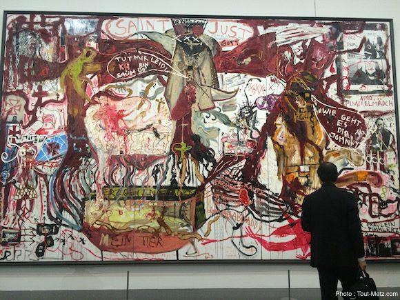 Love Like Blood de Jonathan Messe, né en 1970. Cette huile sur toile de 3,70 x 6 mètres traduit des néologismes et fragments de langages en allemand, pour la plupart obscènes, nés de mythes allemands détournés ou créés par les nazis - 28.06.2016, Centre Pompidou-Metz