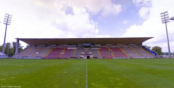L'actuelle tribune sud du stade St Symphorien à Metz, la plus petite des quatre, construite en 1976.