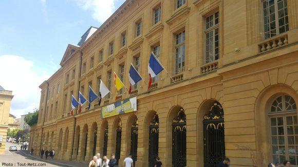 drapeaux-en-berne-mairie-metz-1600