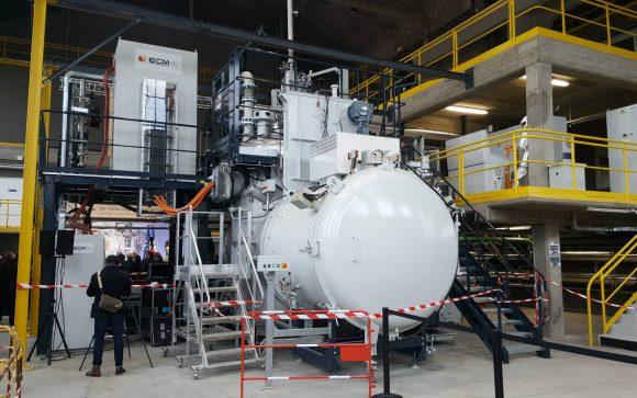 Le four à fusion sous vide (VIM), premier des équipements installé à Metafensch.