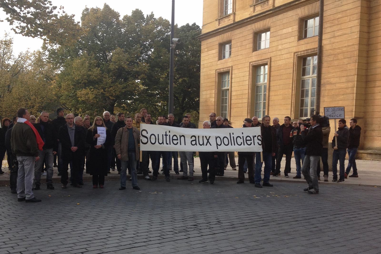 Metz : environ 100 personnes ont marché pour les policiers blessés de l'Essonne