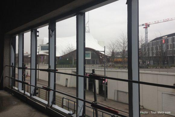 Vue du 1er étage sur le Centre Pompidou. A droite, accès vers la salle amphithéâtre de conférence.