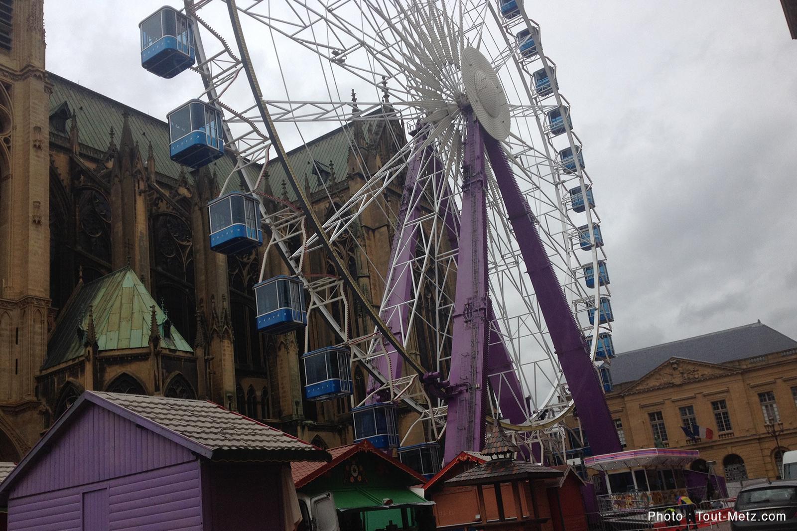 Photos : la grande roue de Metz est prête, ouverture prévue samedi