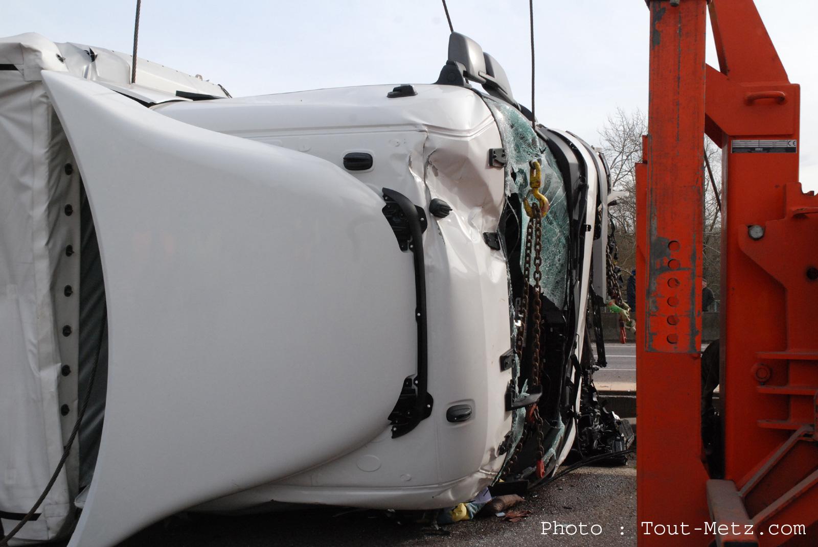 Photo de Camion couché sur l'A315 : circulation difficile autour de Metz