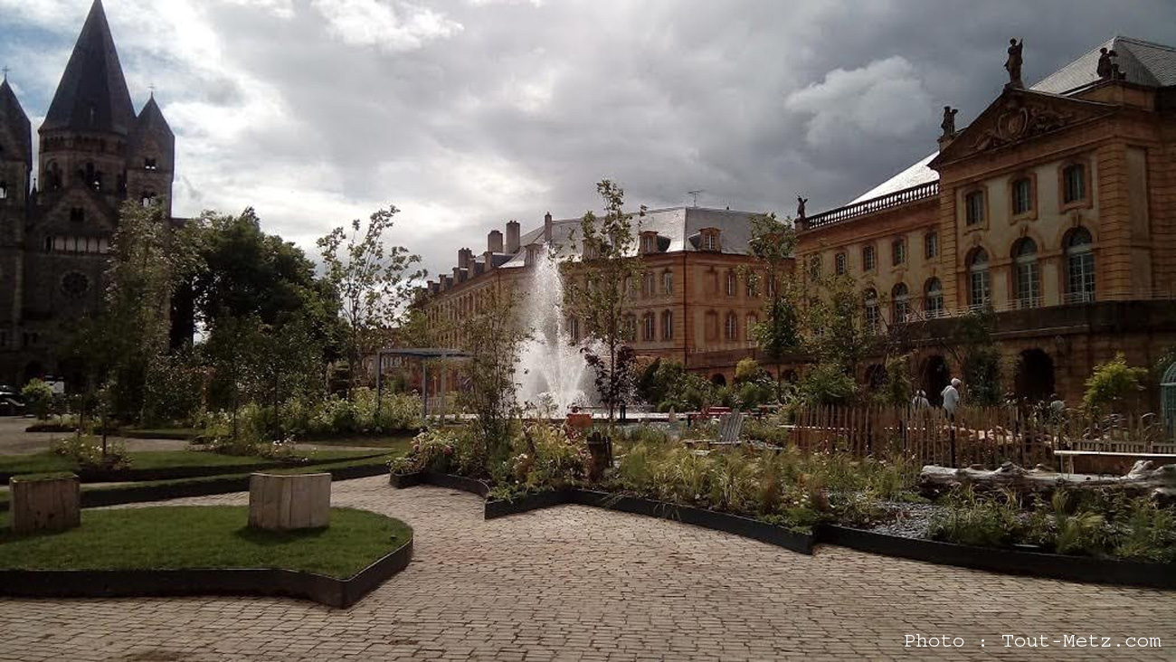 Photo de Projet privé place de la comédie à Metz : le conseil municipal à couteaux tirés