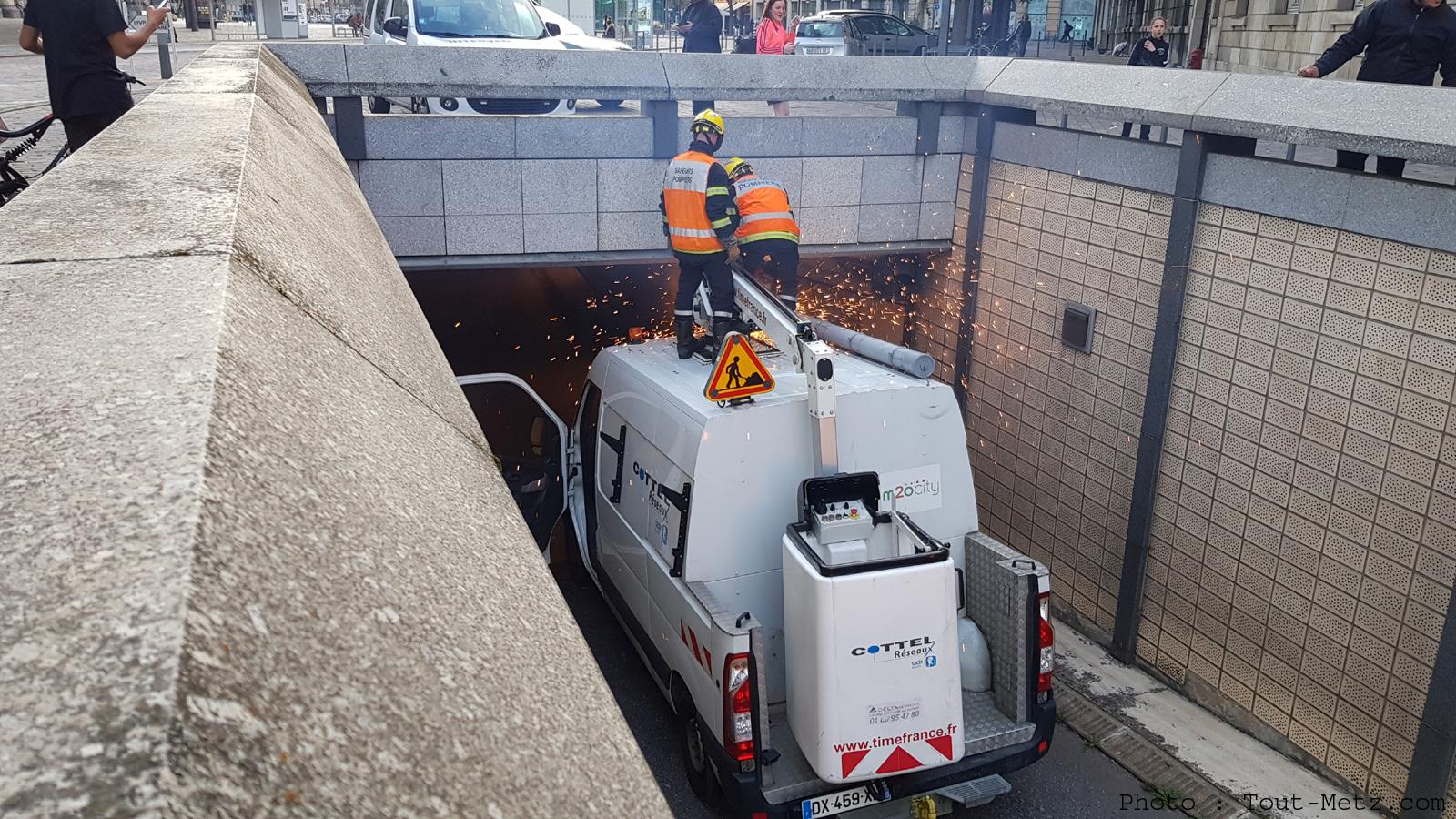 Metz : une camionnette s'encastre dans le tunnel de la Gare