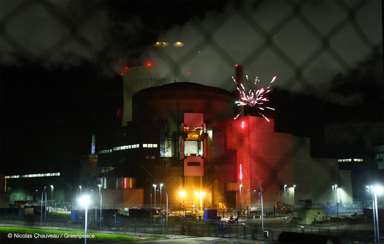 Photo of Cattenom : un feu d'artifice tiré dans la centrale nucléaire par Greenpeace (vidéo)