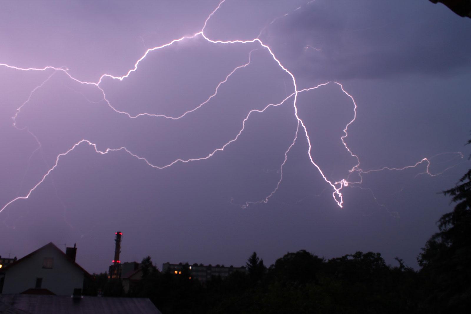 Vents violents et orages : la Lorraine passe en vigilance jaune